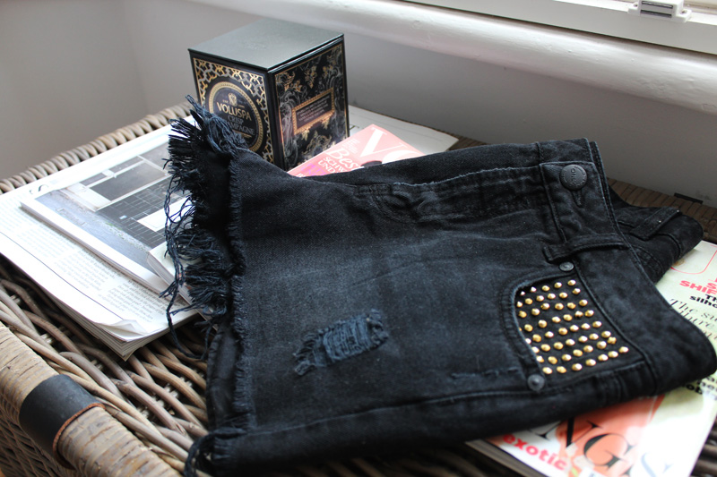 DIY: DENIM & STUDS