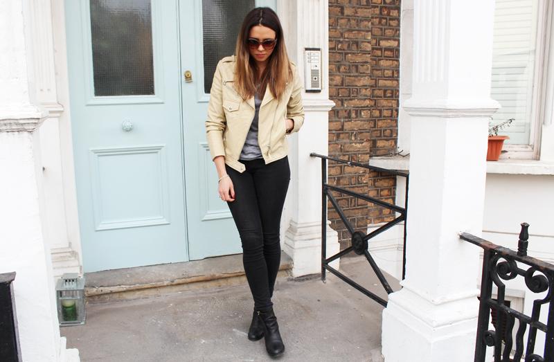 Jacket: Selected Femme / T-shirt: All Saints / Jeans: J Brand / Boots: Acne / Sunglasses: Jimmy Choo
