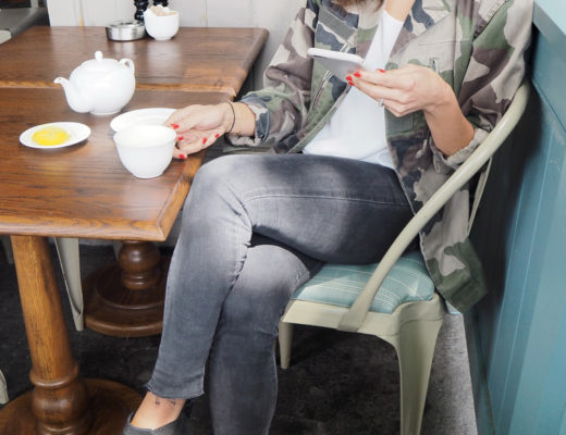 cafe-outfit-blackboots-2