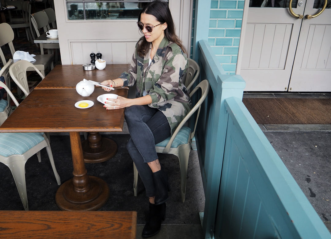 cafe-outfit-blackboots