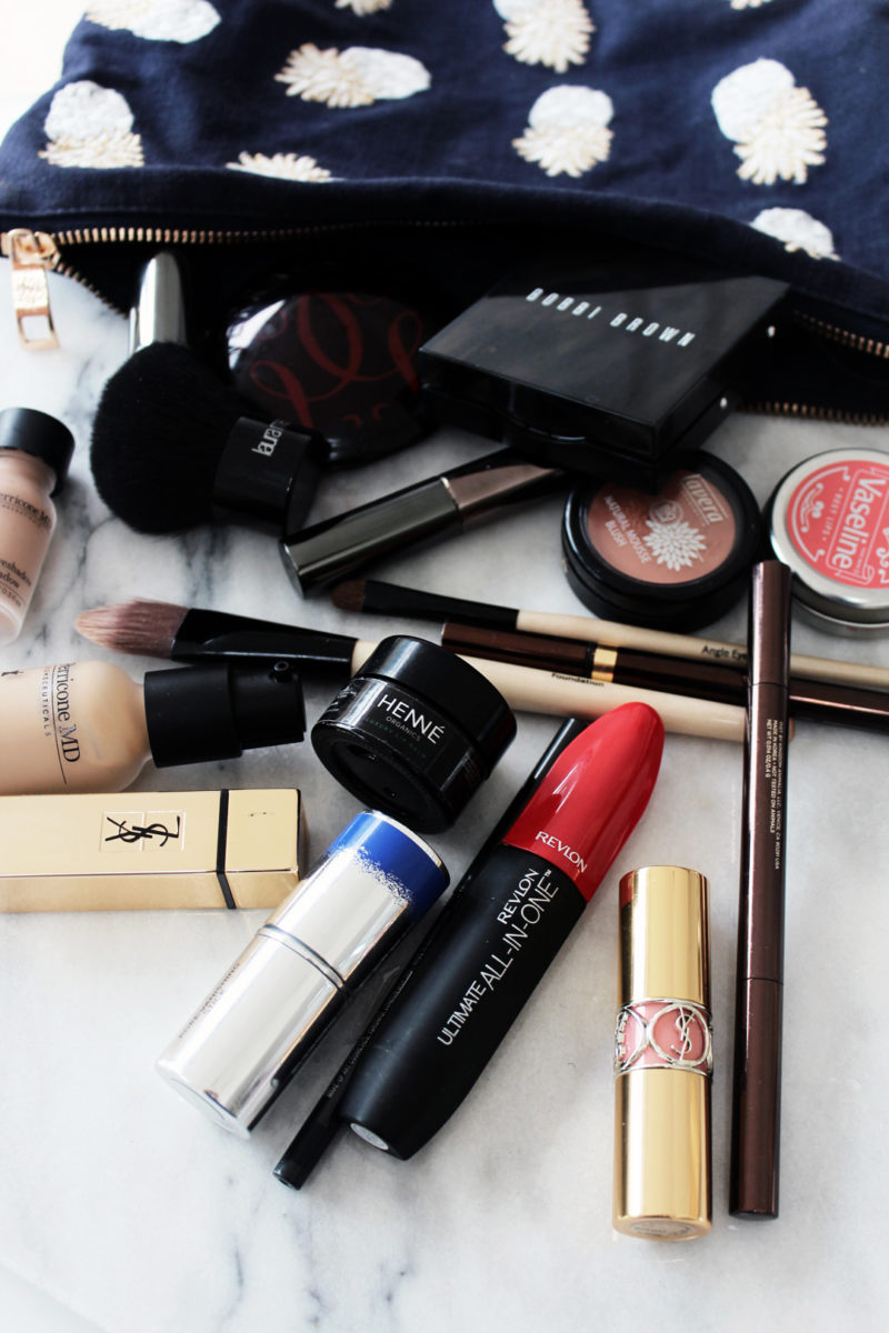 WHAT'S (REALLY) IN MY MAKE-UP BAG + MY 3 GO-TO LOOKS